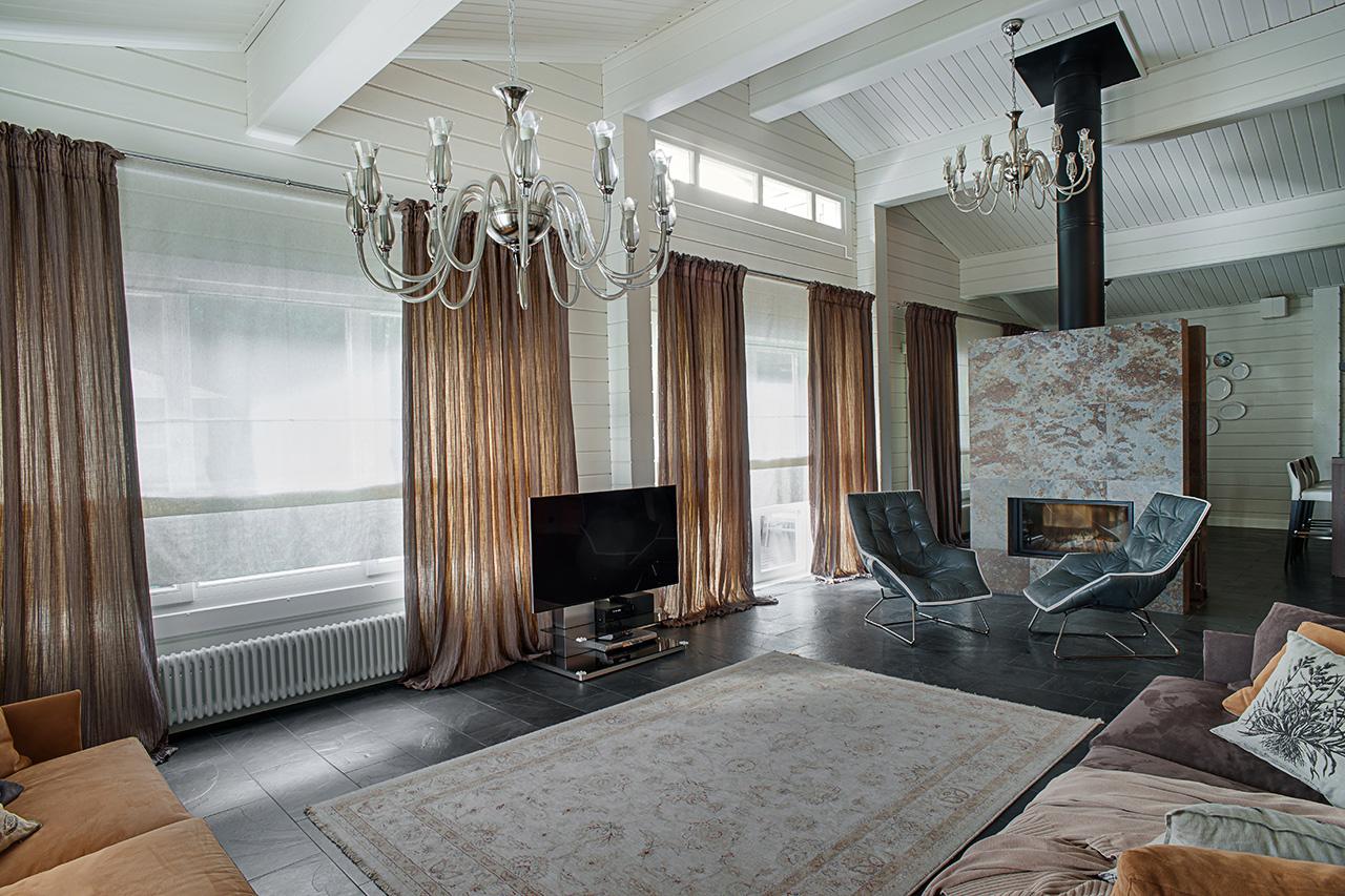 гостиная: интерьер с камином
