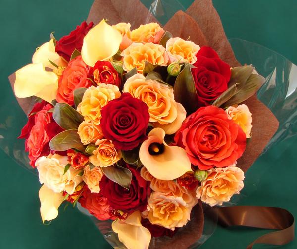 Троянди і кали в букеті листівка фото привітання малюнок картинка