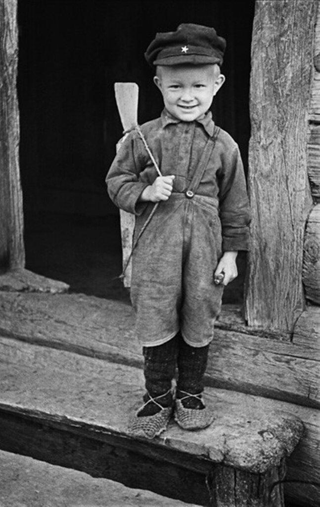 Сын партизана. Белоруссия. 1944 г.