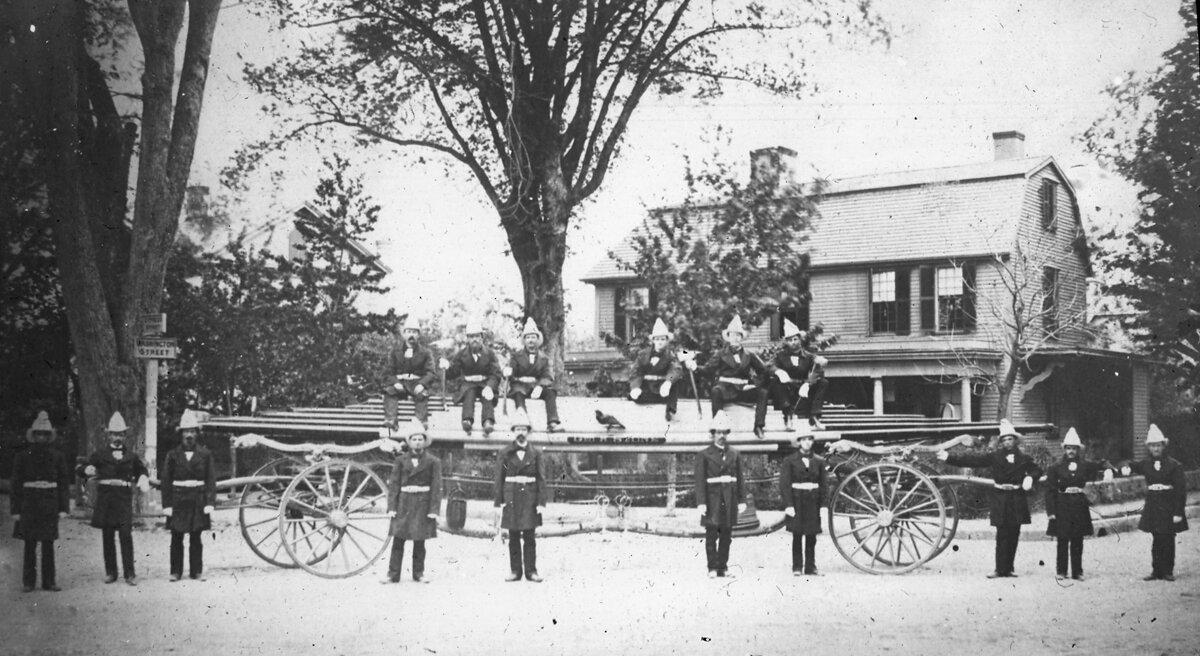 1873, 30 мая. Джордж Стоун Хук и Пожарная команда, Вашингтон-стрит