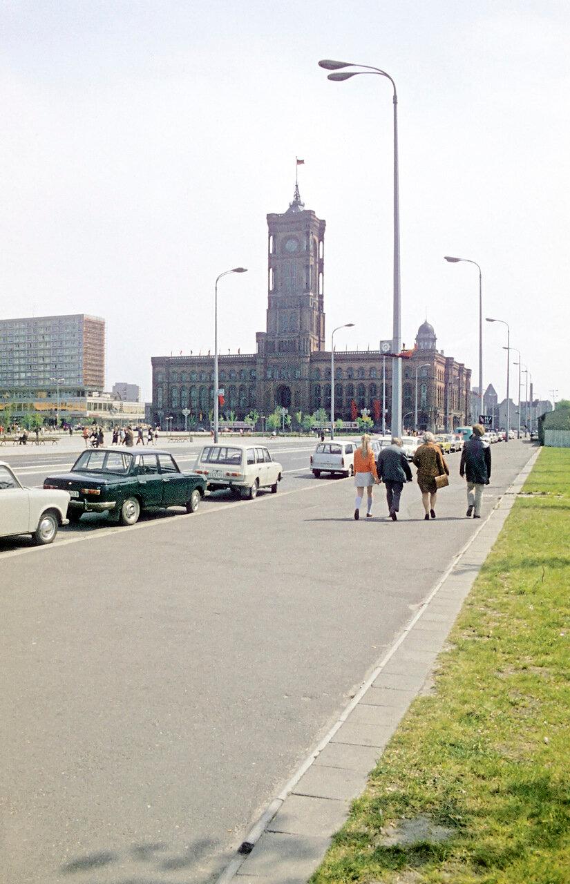 ORWO,vermutlich um 1976. Berlin-Ost.Rathausstraße und Rathauspassagen (links) Fertigstellung 1969.