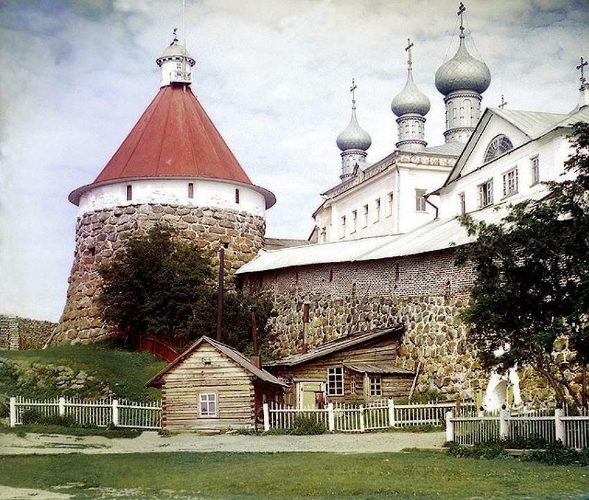 Угловая башня Троицкого собора в Соловецком монастыре в 1915 году. Автор - Прокудин-Горский, Сергей Михайлович (1863-1944)