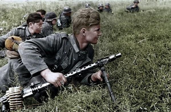 WW2-German-machine-gunner-image-wehrmachtphotos.com_.jpg