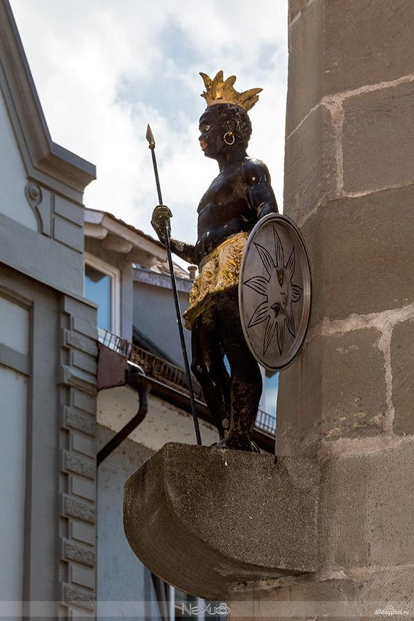 Самый крупный и знаменитый из гороb50дов озера Бодензее, университетский город Констанц (Konstanz).