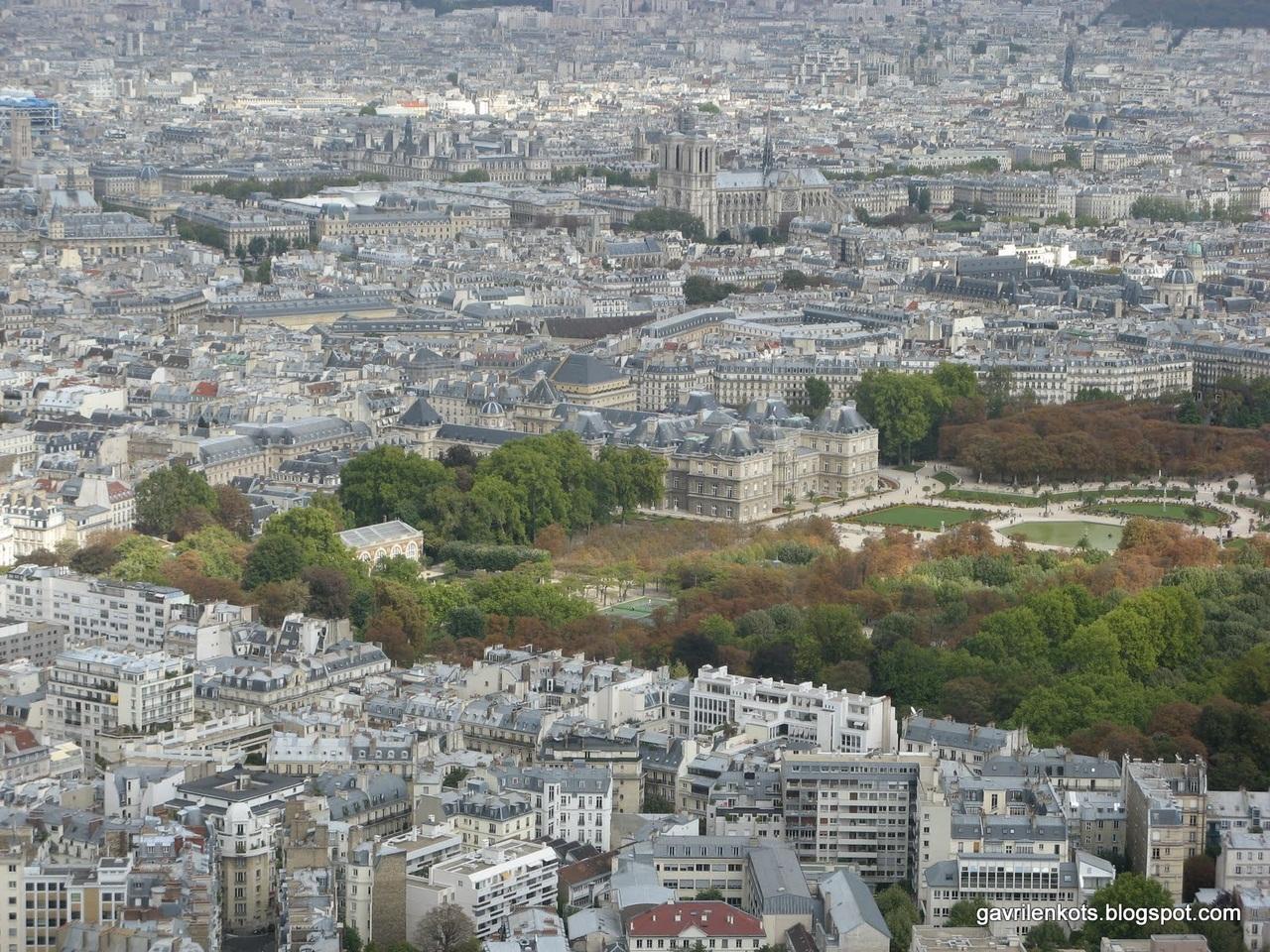 Панорама Парижа с Монпарнаса. 210 м. Зелень - это Люксембургский сад, чуть дальше - Нотр-Дам де Пари