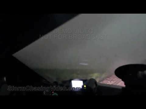 Американцы сняли видео с эпицентра торнадо