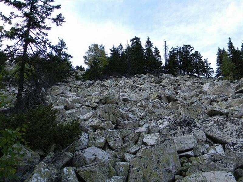 Подъём на вершину проходит по курумам (10.06.2013)