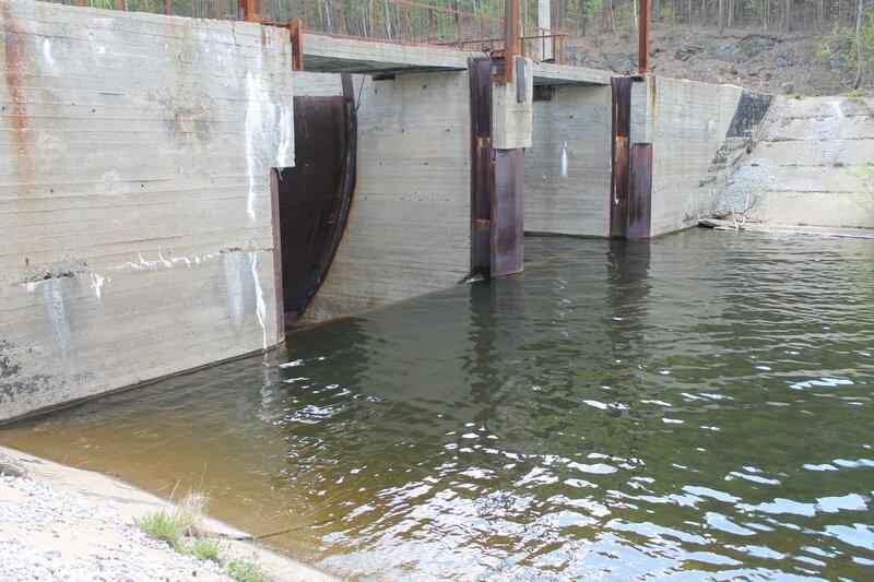 Запруда плотины (13.06.2013)