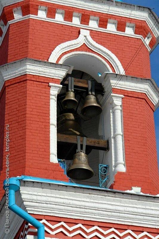 Колокольня в башне церкви (01.07.2013)