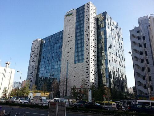 Здание Square Enix, по крайней мере на нем так написано