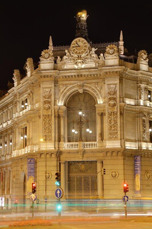 Ночной Мадрид. Государственный банк Испании (Banco de España).