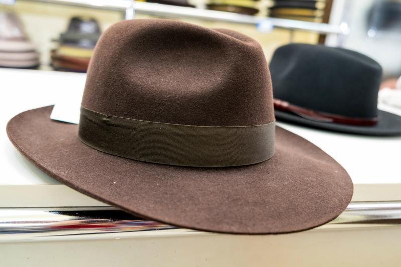 Лучшие шляпы из ассортимента лавки изготавливаются из заячей шерсти.JPG