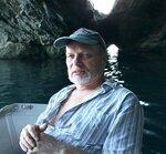 В морской пещере