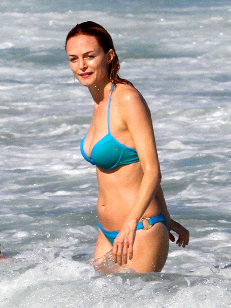 Актрисы голая на пляже бабу