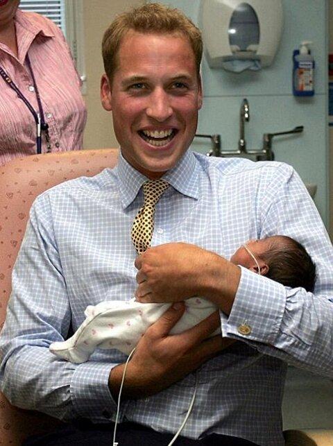 Первое фото новорожденного сына Уильяма и Кейт