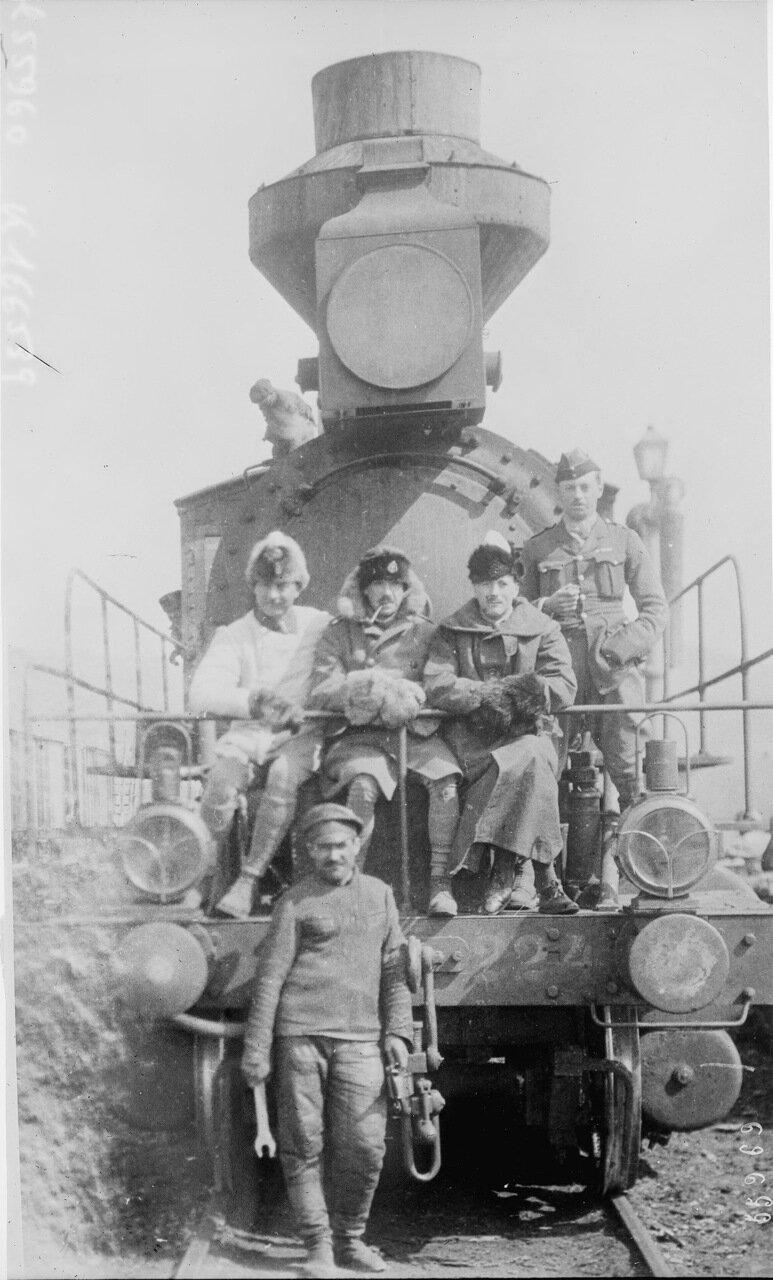 1919. Британские офицеры на Транссибирской железной дороге