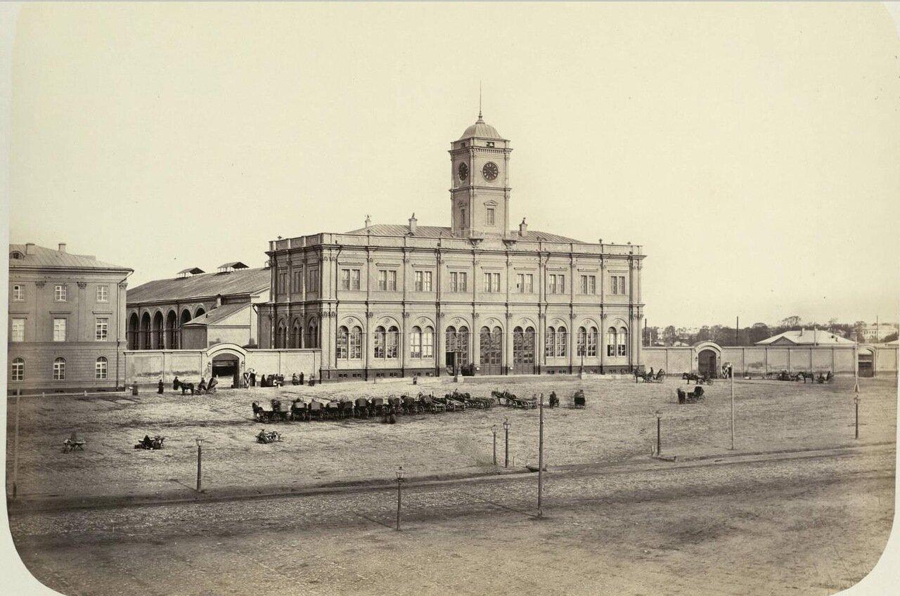 Не могу удержаться от добавления ранних фотографий Николаевского вокзала и железной дороги рядом с ним из...