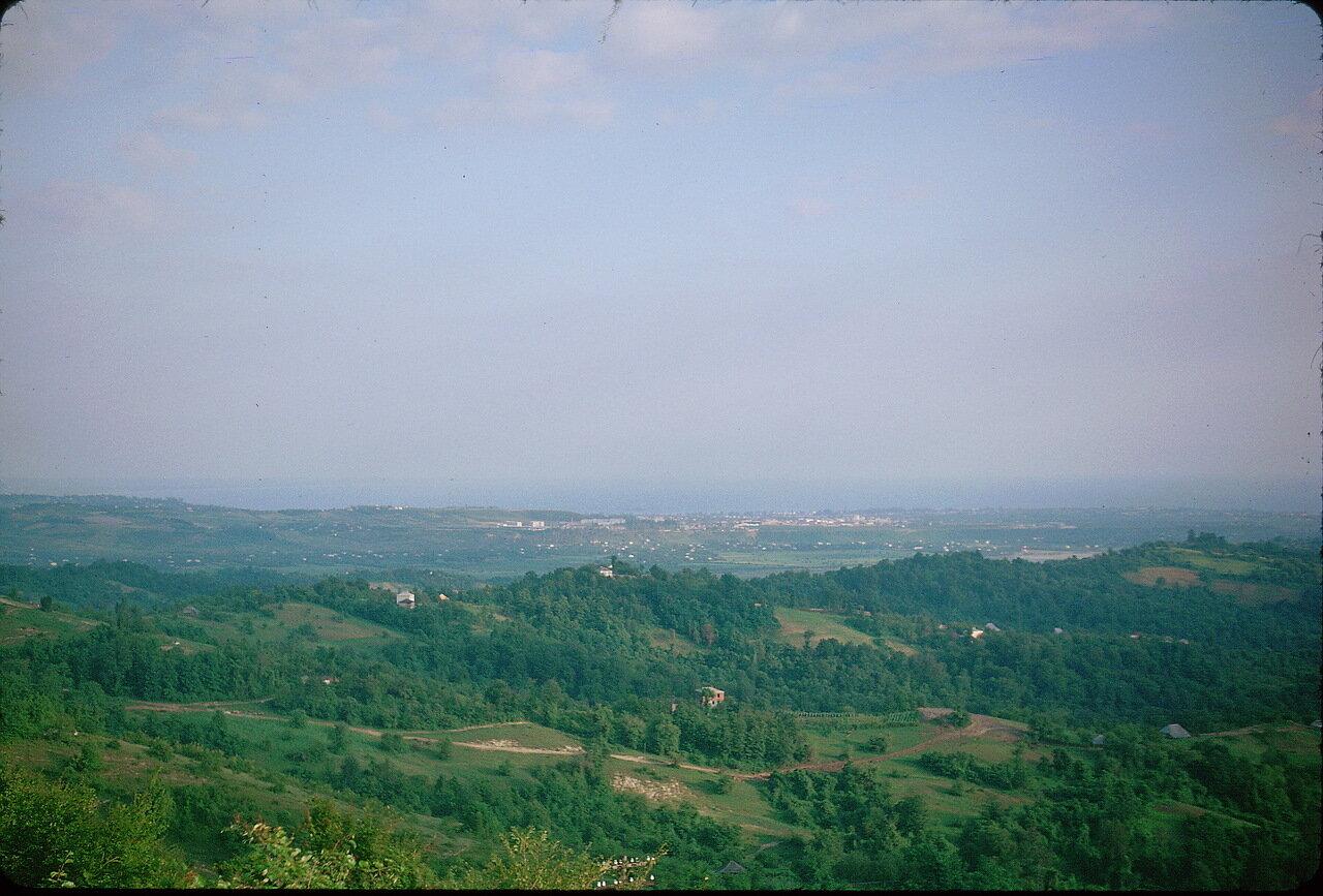 По дороге в Гори. Вид Сухуми на расстоянии