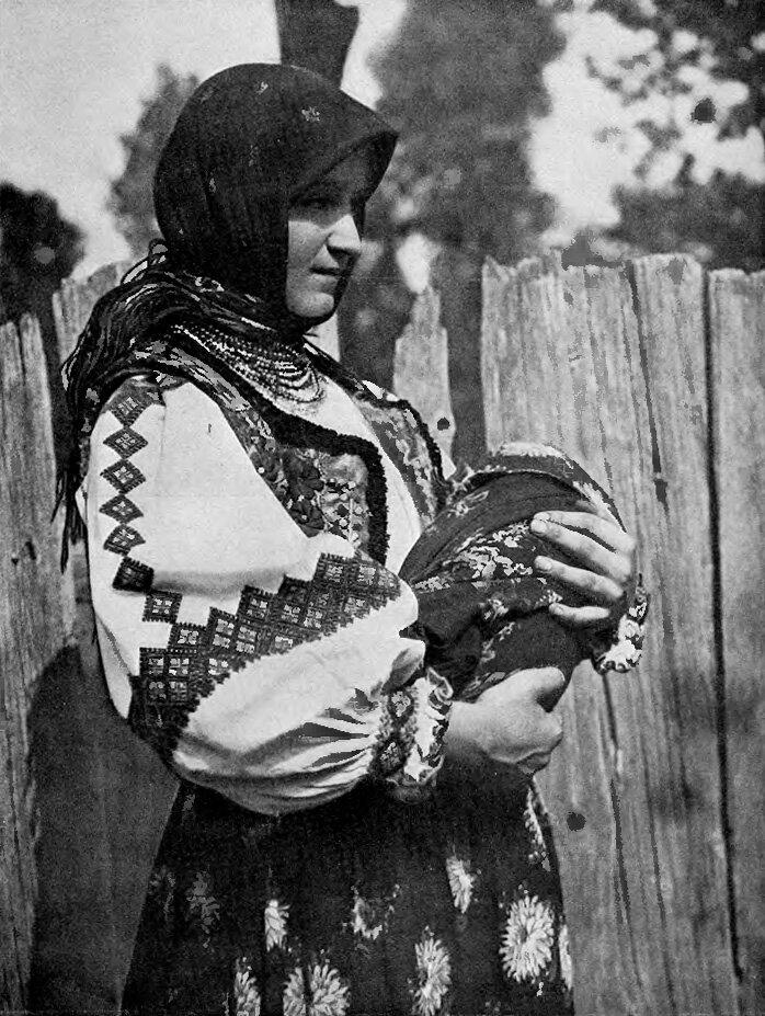 Подкарпатская Русь. Ива. женщина с ребенком. 1925