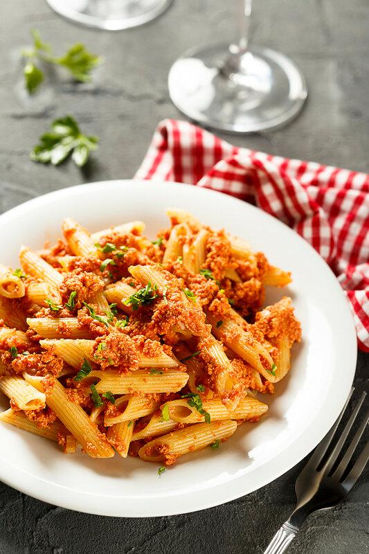 Спагетти с индейкой в томатном соусе