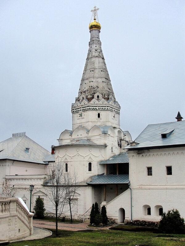 Церковь преподобных Зосимы и Савватия Соловецких и Больничные палаты.jpg