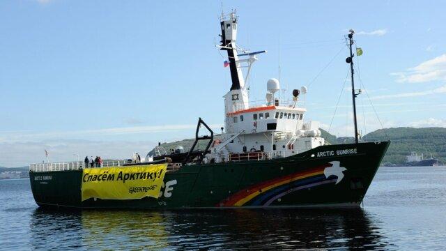 Газпром захватил ледокол Гринписа