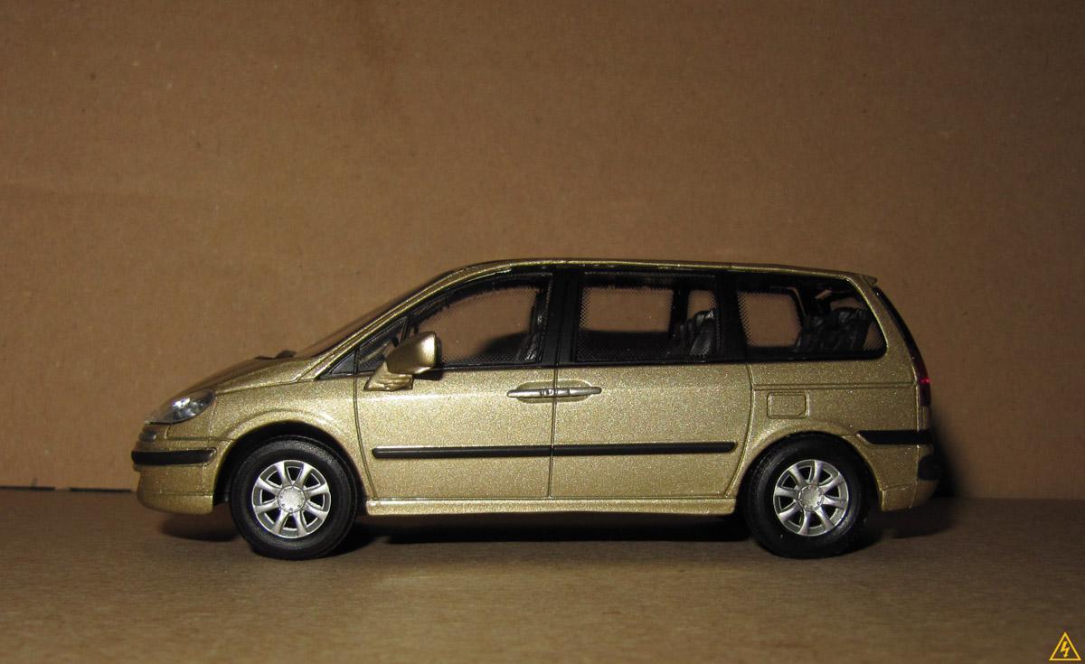 Peugeot 807 7.jpg