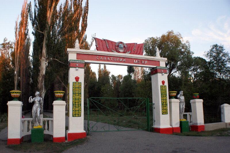 На территории военного санатория в Тамге