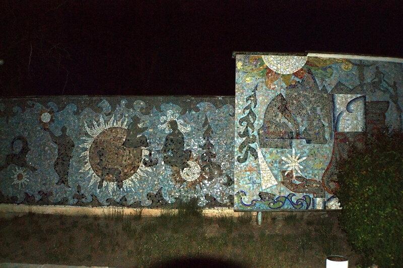 Мозаика на территории военного санатория в Тамге