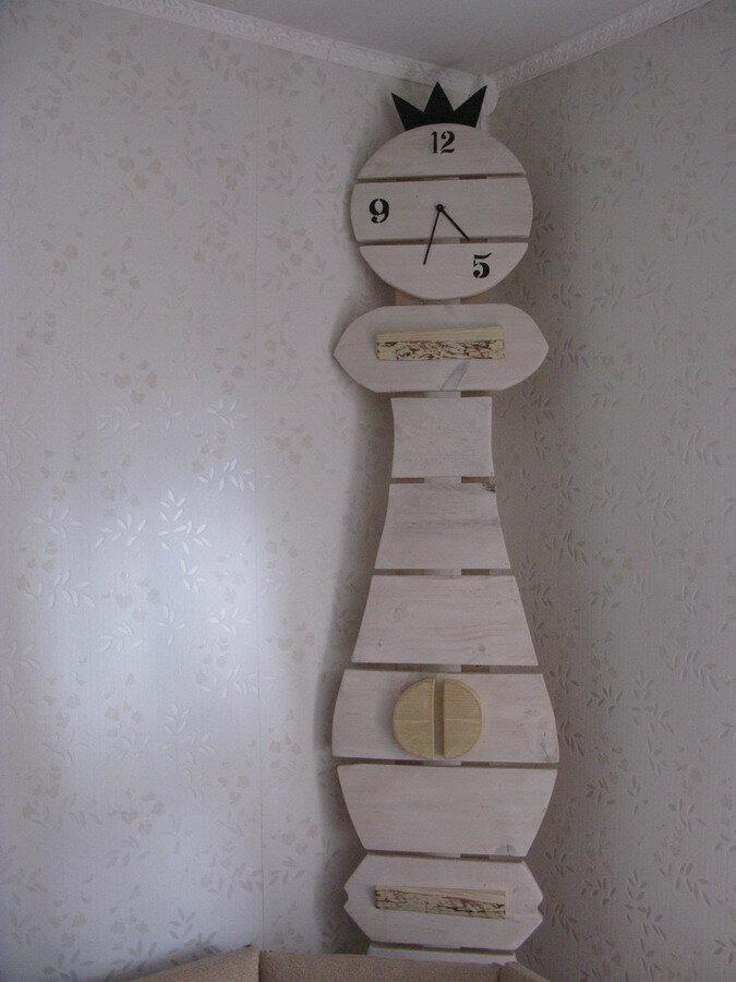 Декоративные часы, сделанные участниками семинаров.