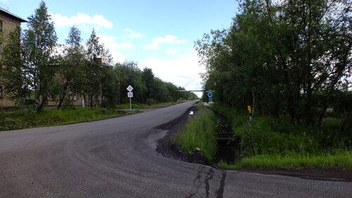 Фотография Инты №5086  Поворот на улицу Промышленная с улицы Дзержинского 14.07.2013_12:52