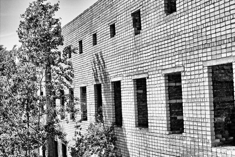 Развалины госпиталя НИИ микробиологии МО СССР в Киров-200