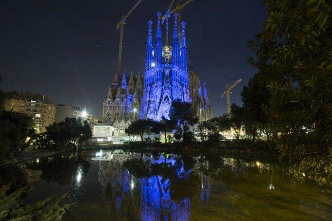 Вечером собор смотрится особенно впечатляюще. (Фото: GETTY IMAGES/Xavi Torrent).