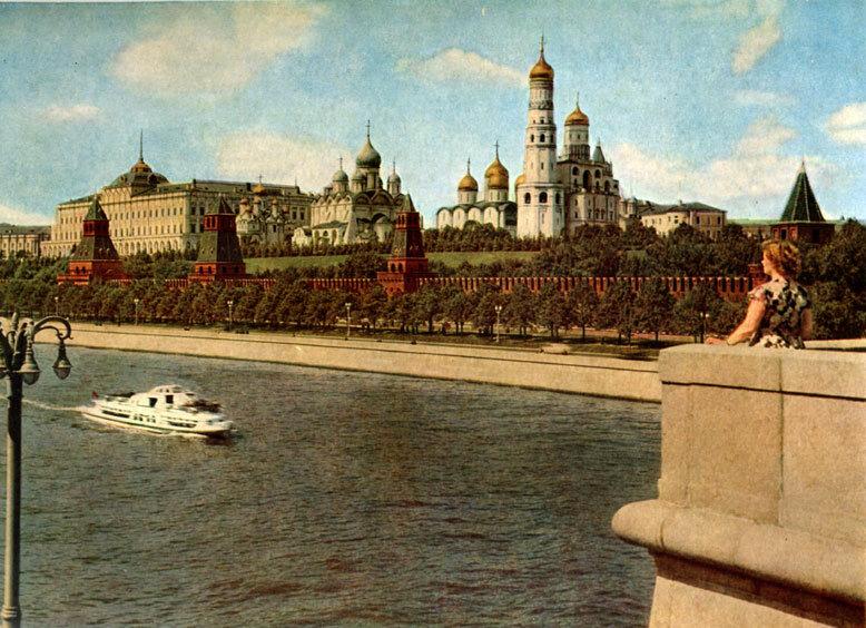 Вид с Софийской набережной.