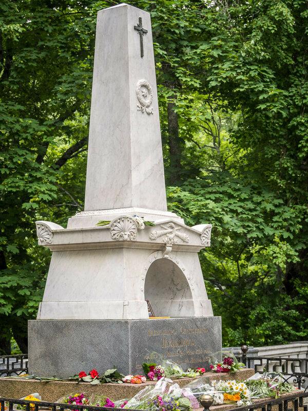 Здесь похоронен и Александр Сергеевич Пушкин.