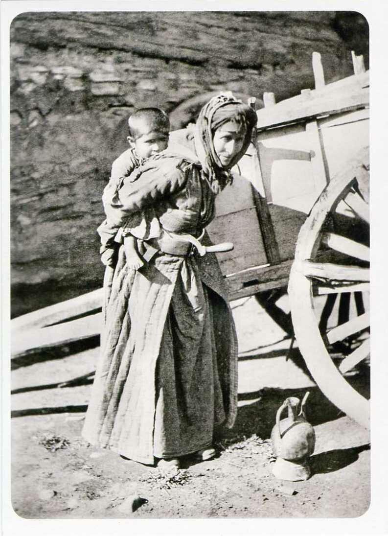 Карачаевка Кибчи с ребенком. XIX век.