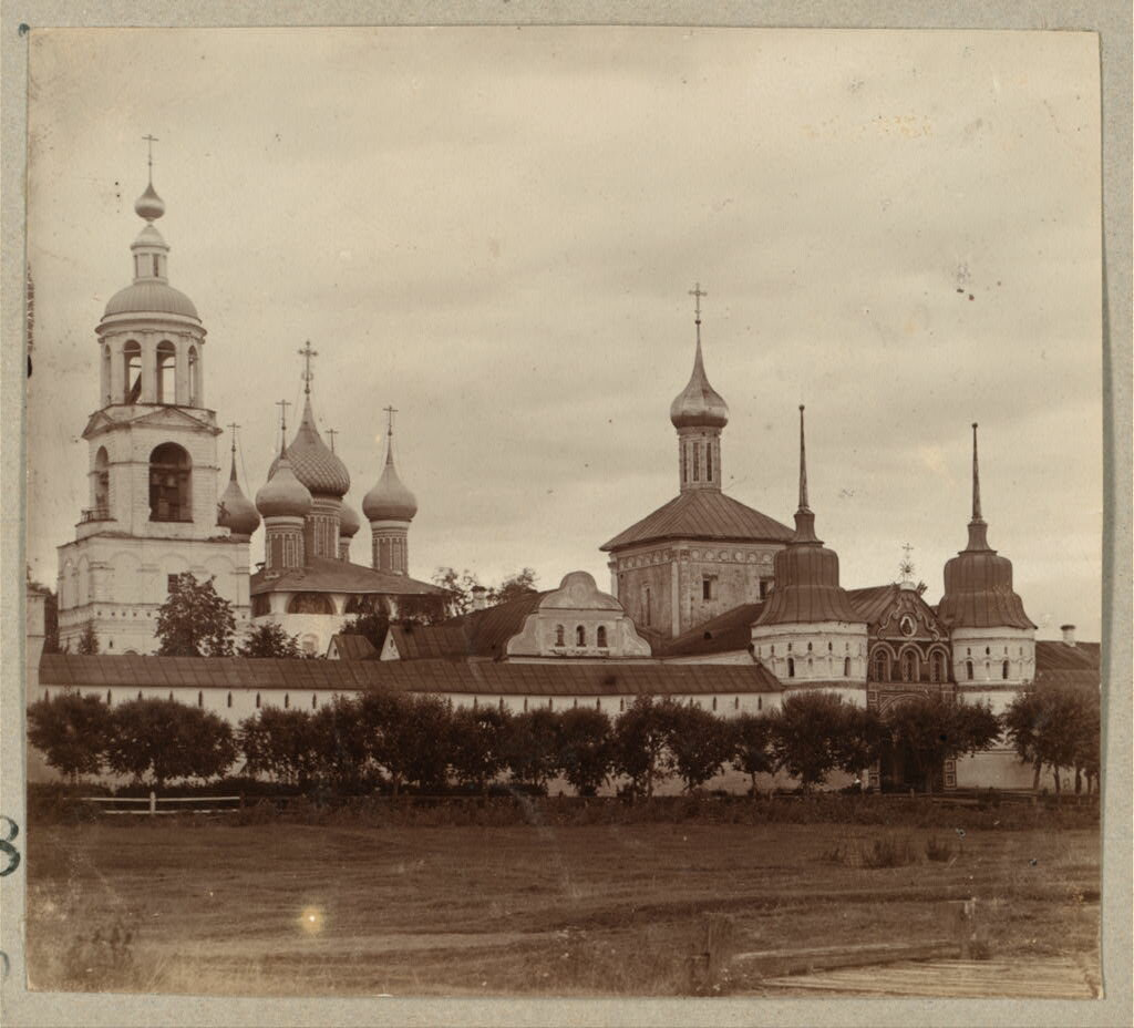 Общий вид храмов Толгского монастыря. 1910.