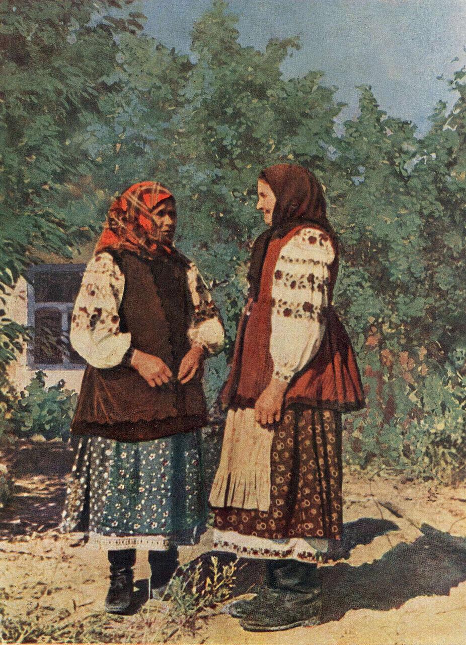Пожилые женщины из села Малютянка Васильковского р-на Киевской обл. Фото 1957 г.