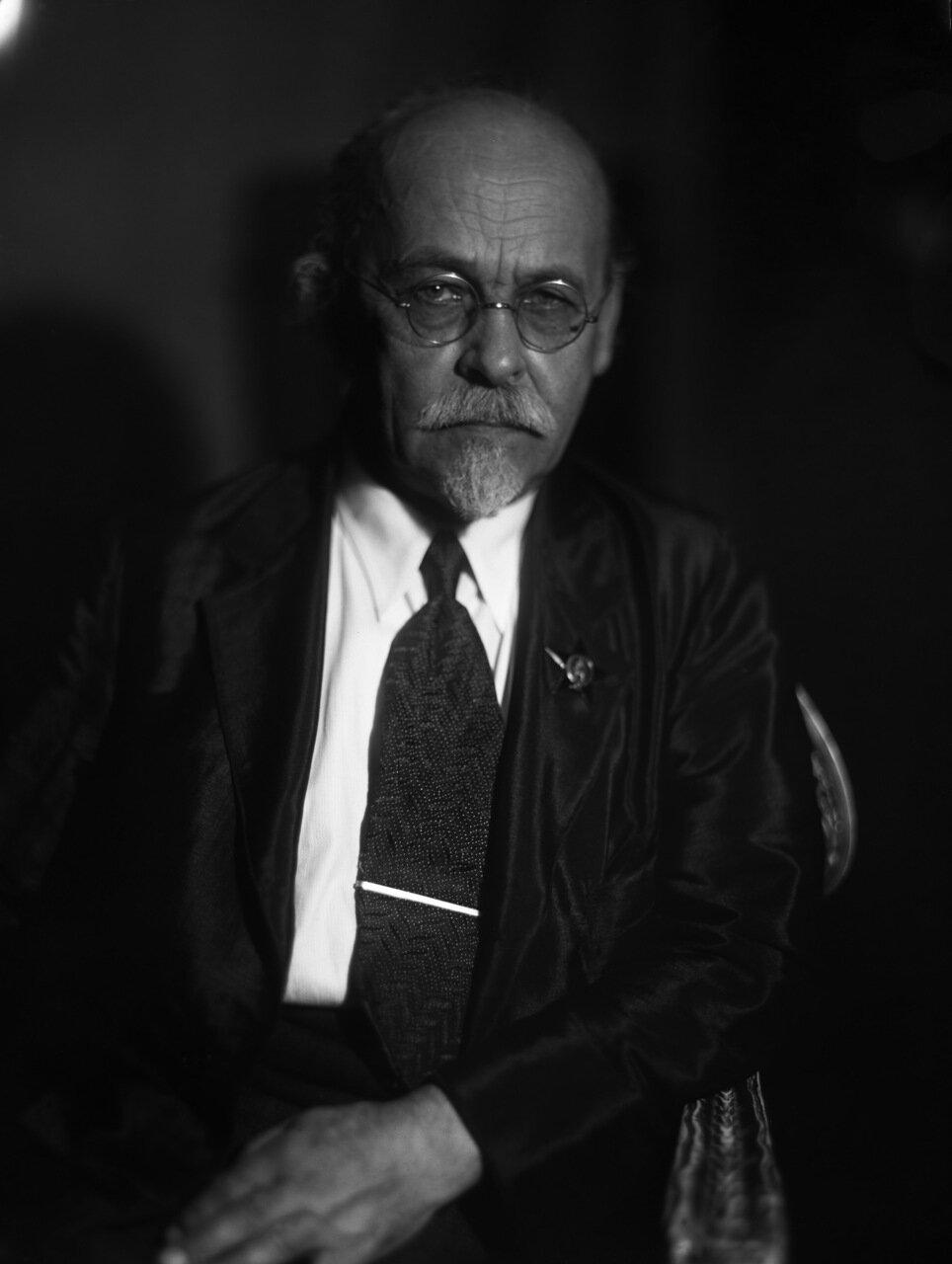 Миткевич Владимир Федорович (1872—1951) — выдающийся русский и советский учёный-электротехник, доктор наук, профессор, академик АН СССР (1929). Заслуженный деятель науки и техники РСФСР (1938), лауреат Сталинской премии (1943)