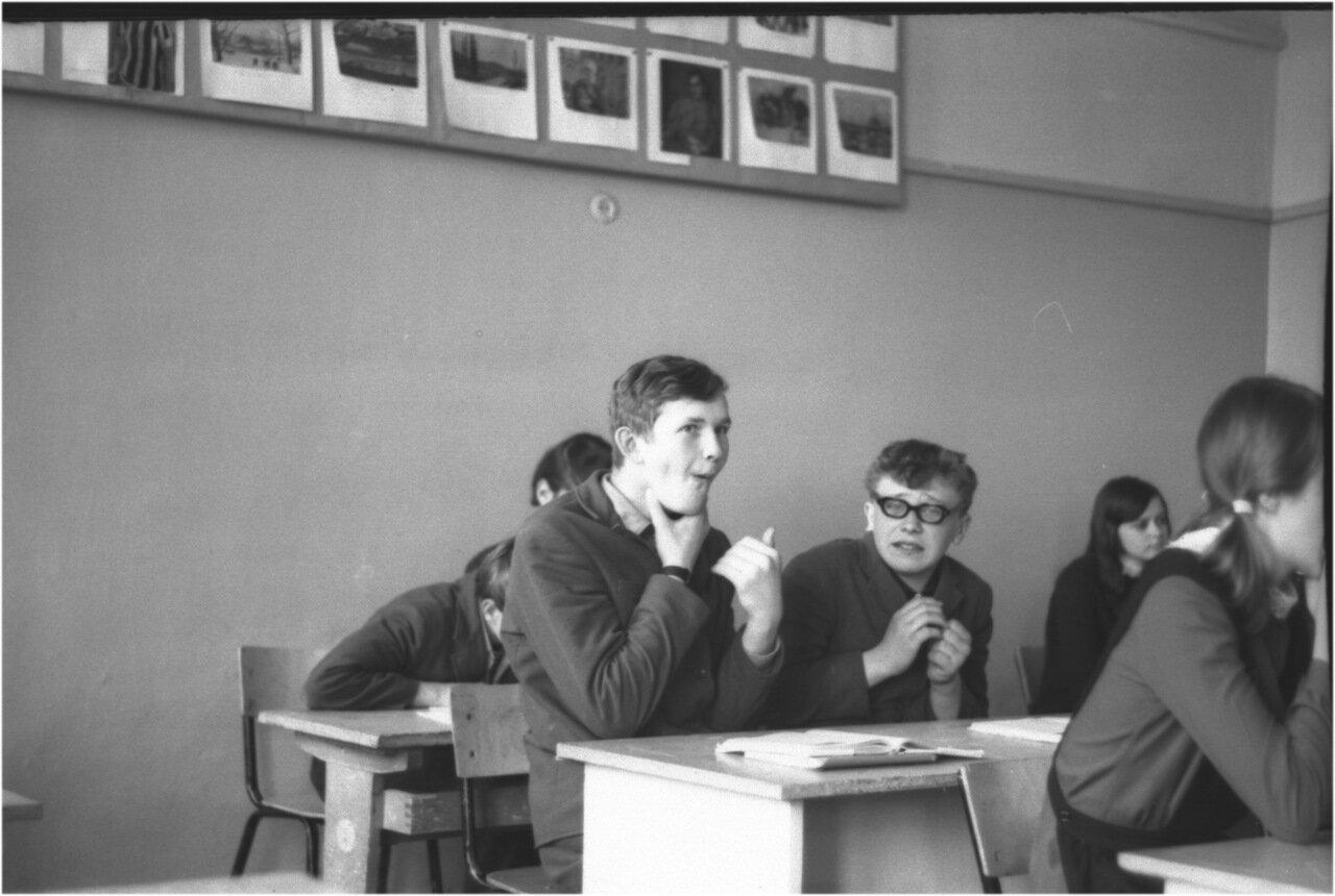 1969-70 класс 8 В.   Боря Богомолов. Саша Кашаев