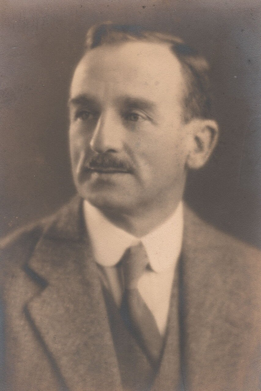 1931. Освальд Уайт