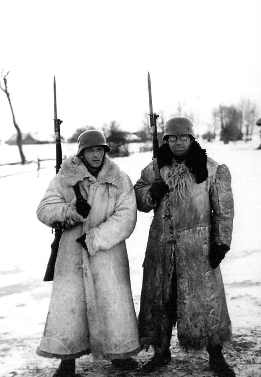 1942. Два немецких часовых на Восточном фронте