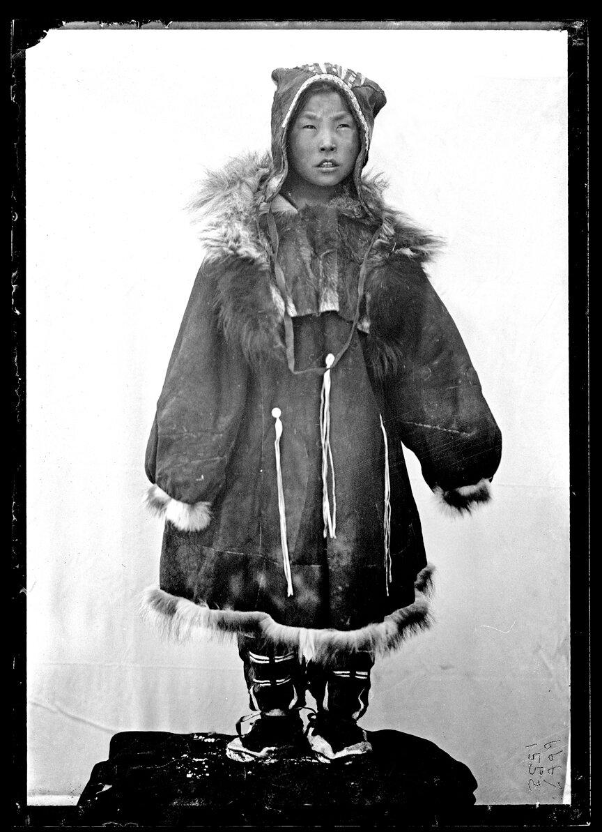 Девушка корячка, 1901