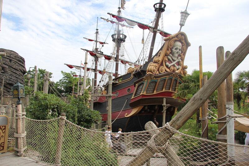 Пиратский корабль в Диснейленде!