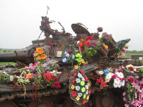 танк между Хрящеватым и Новосветловкой-1.jpg
