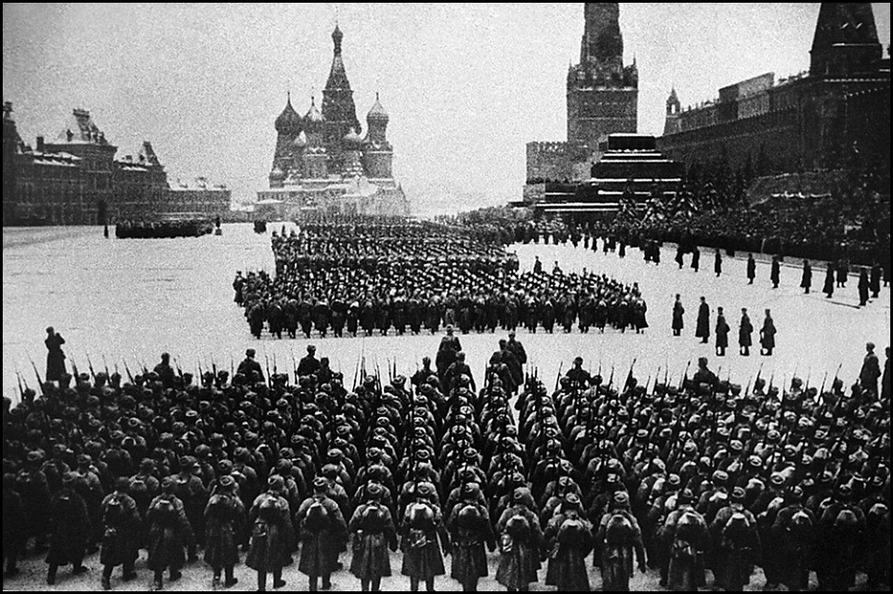 Москва. Парад на Красной площади 7 ноября 1941 года