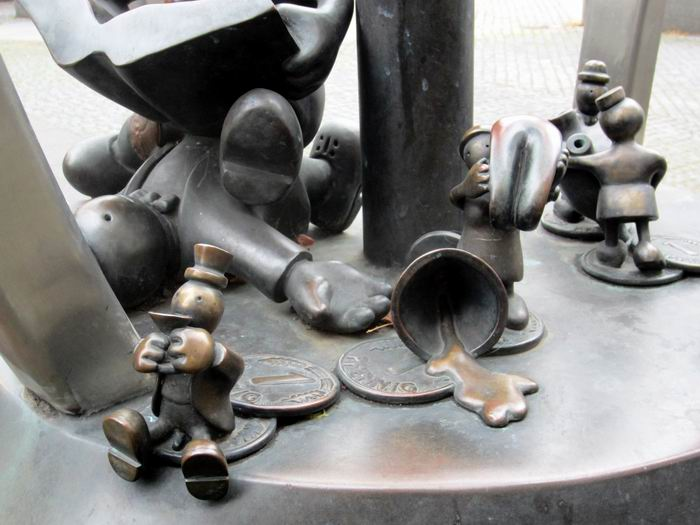 Народно-социальная скульптурb50а. ©Том Otterness / Том Оттернесс
