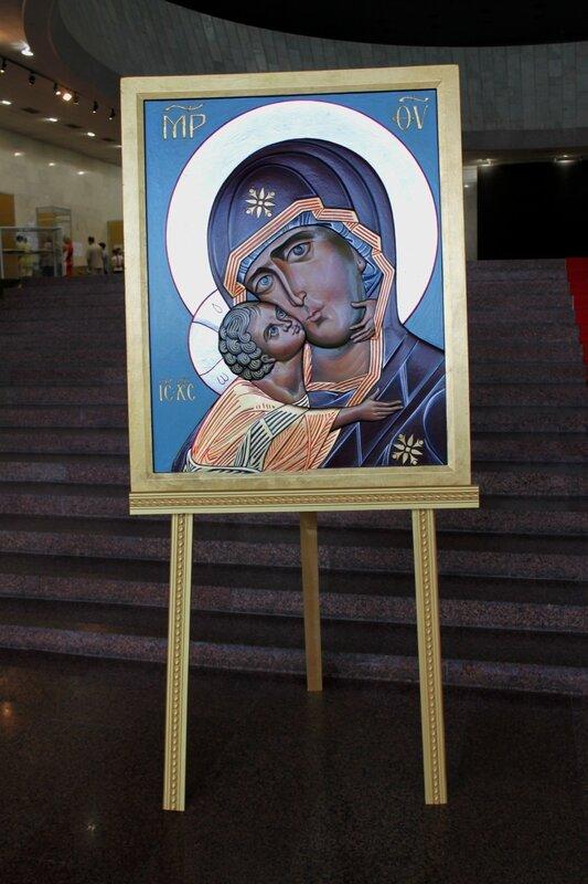Икона в фойе выставки