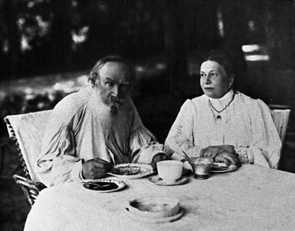 Лев Николаевич и Софья Андреевна, Ясная Поляна, 1908 год