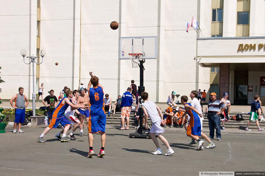 Баскетболисты на Дне города в Саранске 2013